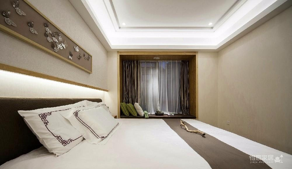 中式独有的实木感是其他风格无法给与的,所以客户比较中意新中式风格,平时也比较喜爱中国画。本方案以新中式为主调,搭配其他小配件来为空间点缀。