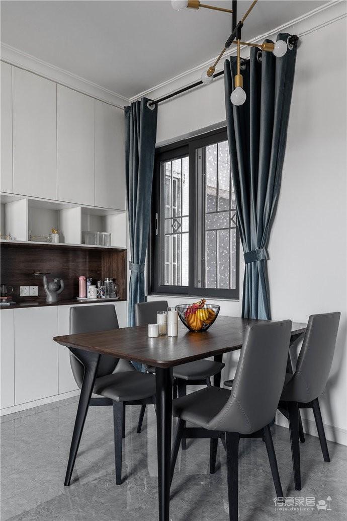 103平简约家,现代是整个设计的基调,注重时尚元素与质朴感的融合,将生活的精致与优雅注入空间