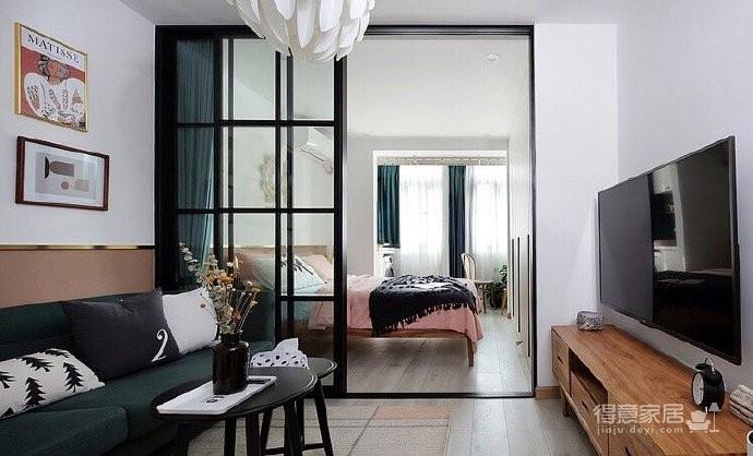 50平小户型装修,餐厅的面积不大,但是布置的很温馨,墨绿色的背景墙奠定了颜值图_1