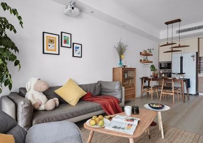 北欧设计无缝编织日常生活,设计师通过改造原户型的优缺点,让居家呈现出北欧的原木和简洁,给予家灵动的活力。