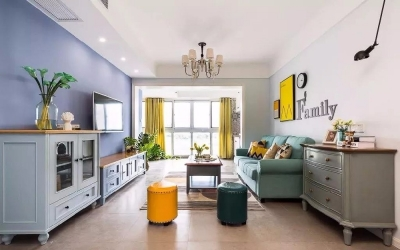 公共区域从软装到硬装上都采用蓝色、淡蓝色、青色,以及鸡蛋黄等为主色调,房间等区域则采用浅绿色、粉红色等色彩,打造出一个充满活力,倍感清新的家