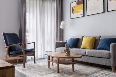 向往北欧人间的健康、闲适的生活的状态,设计师以清新的白、蓝及木色为主色调,为幸福的三口之家打造了这个略带轻奢格调的北欧家居。