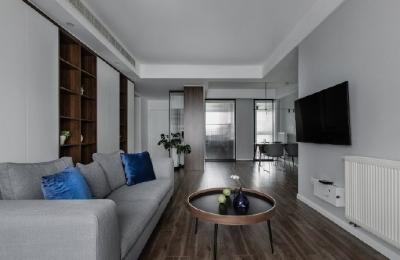 永恒不朽的经典蓝,简约中流露优雅,就像是薄暮似的天空,引人深思,令人安心。也像经历岁月的沉淀,优雅而冷静,不需要更多鲜艳色彩的陪衬,而经典蓝就能很好的衬托稳重与低调。135平米现代简约三居室