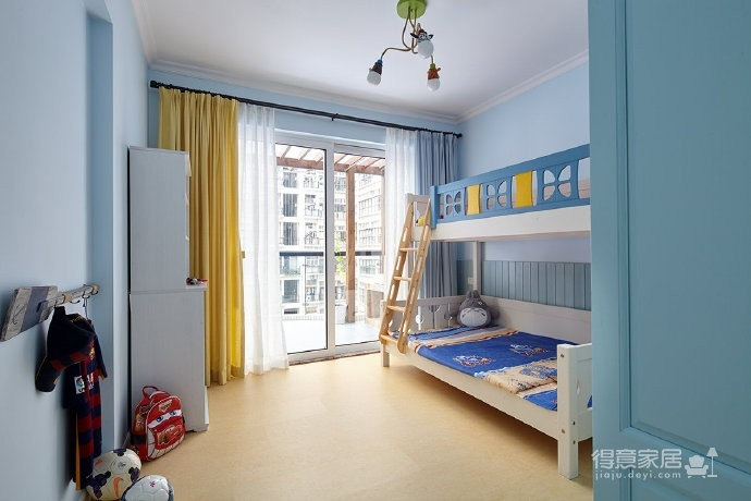 家对每个人来说都会有着特殊的意义。本案中这个三代同堂的家庭,他们希望家是陪伴家人的欢乐时光和给家里小宝美好成长环境的聚集地,家自然温馨舒适感强。150平米三居室图_9