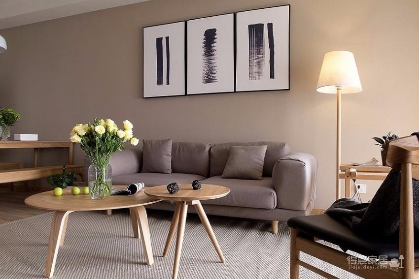 整体采用简约的日式风格装修,房间原木元素的搭配,让整个空间自然舒适,给人一种安静休闲的环境。图_3