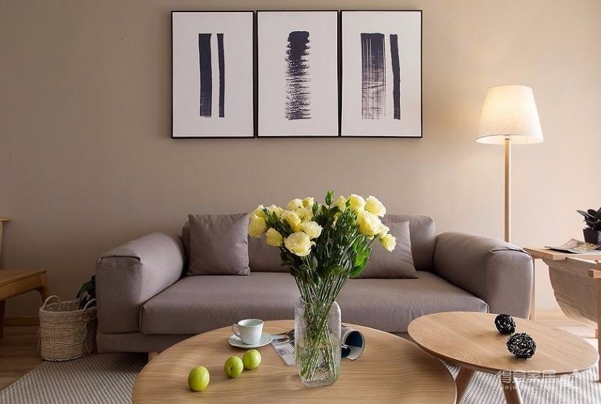整体采用简约的日式风格装修,房间原木元素的搭配,让整个空间自然舒适,给人一种安静休闲的环境。图_2