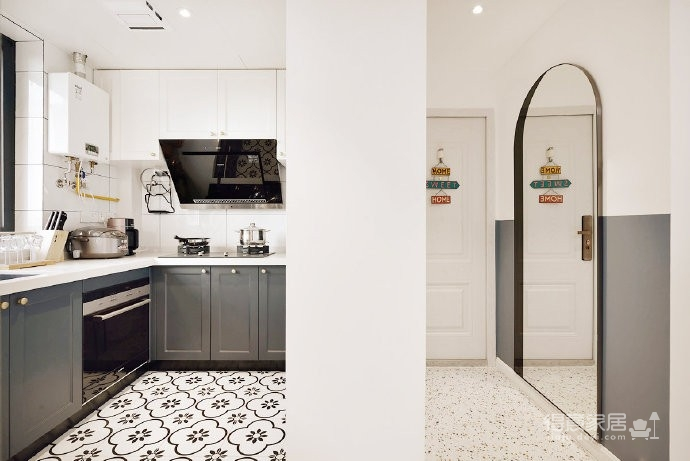 48平小户型装修,卫生间的三分离设计,客厅的书柜收纳设计,卧室的衣物收纳设计,移门采光设计以及阳台的布局都是这套户型设计中的精彩之处图_2