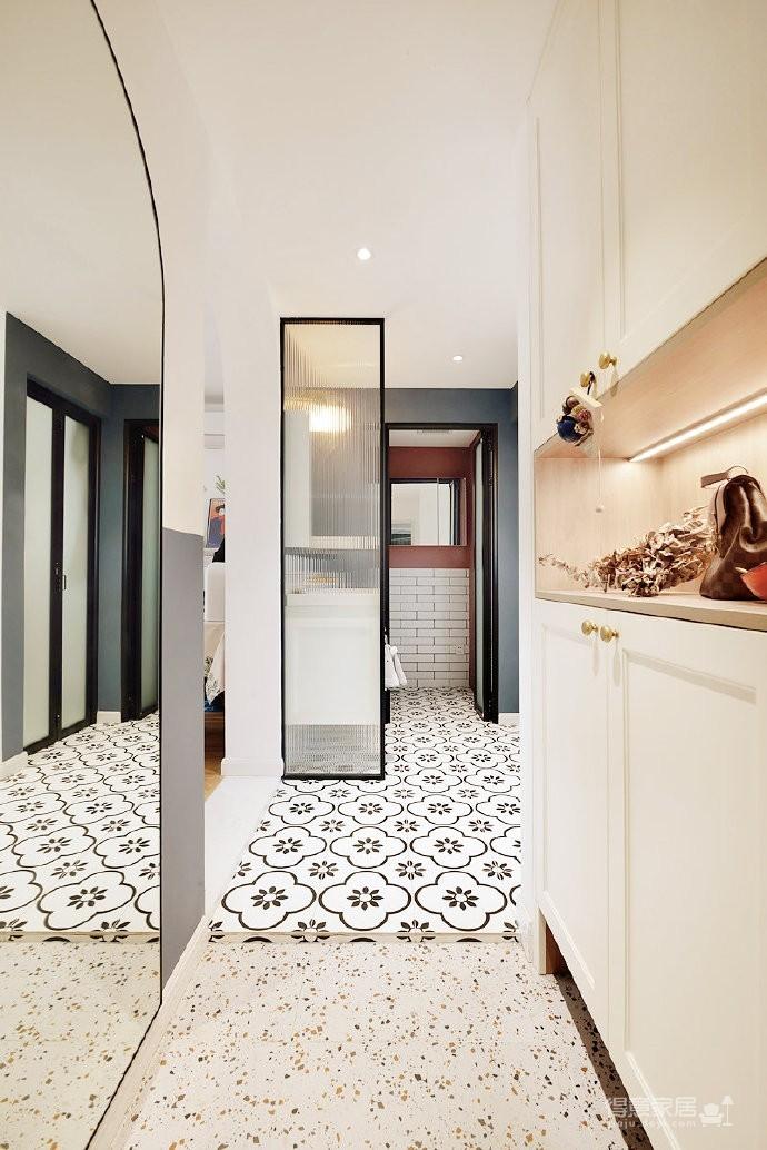 48平小户型装修,卫生间的三分离设计,客厅的书柜收纳设计,卧室的衣物收纳设计,移门采光设计以及阳台的布局都是这套户型设计中的精彩之处图_3