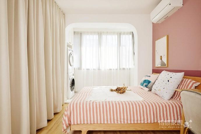 48平小户型装修,卫生间的三分离设计,客厅的书柜收纳设计,卧室的衣物收纳设计,移门采光设计以及阳台的布局都是这套户型设计中的精彩之处图_5