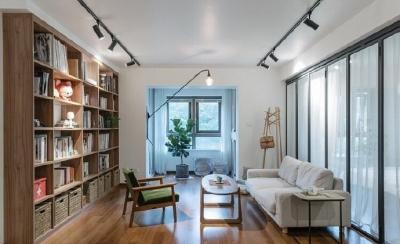 131平简约风装修,厨房开放式+中岛;拆除次卧和客厅之间的墙,采用黑色细框玻璃门,客厅采光瞬间翻倍