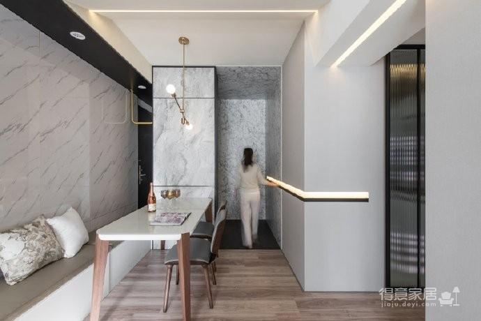 设计者以「舒适有品味、减龄的安心宅」概念,就屋主的各项需求一一拆解,在顺应空间特性下,选择符合环保、健康的材质建构,并运用现代美学手法将各种预防设施化为无形,导入高雅而具新鲜感的视觉,满足「安居」之余同时拥抱「乐活」人生