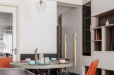 推开门,无论是谁,第一眼都会被这个色彩缤纷的客厅惊艳到!粉与蓝交织,黄铜与丝绒搭配,简直就像是印在杂志封面上的精美插画图_6