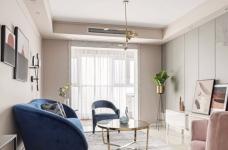 推开门,无论是谁,第一眼都会被这个色彩缤纷的客厅惊艳到!粉与蓝交织,黄铜与丝绒搭配,简直就像是印在杂志封面上的精美插画图_1