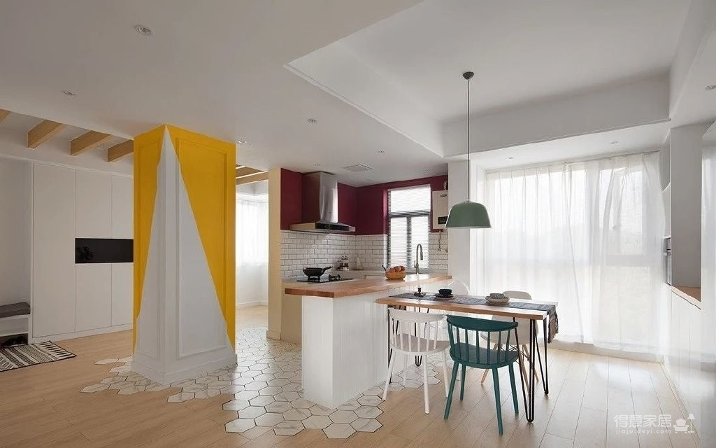 150㎡极具特色的三房装修案例,色彩运用好丰富!