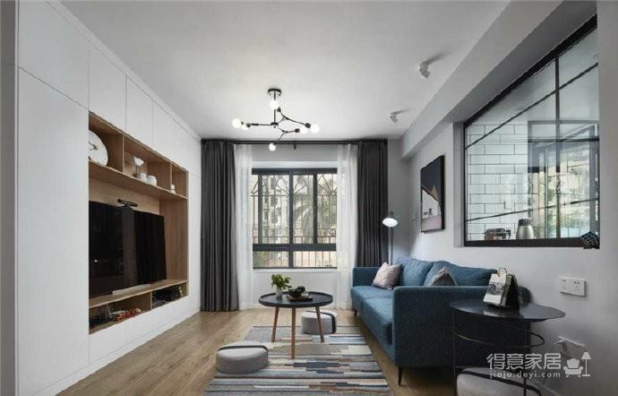 76平简约风格装修,客厅和厨房墙壁打通,用黑色金属边框玻璃做隔断,2个空间都瞬间开阔并且采光很好图_1