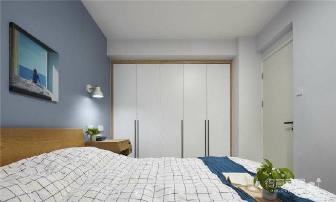 76平简约风格装修,客厅和厨房墙壁打通,用黑色金属边框玻璃做隔断,2个空间都瞬间开阔并且采光很好图_4