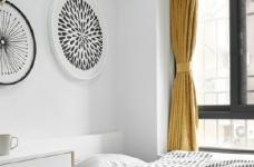 76平简约风格装修,客厅和厨房墙壁打通,用黑色金属边框玻璃做隔断,2个空间都瞬间开阔并且采光很好图_5