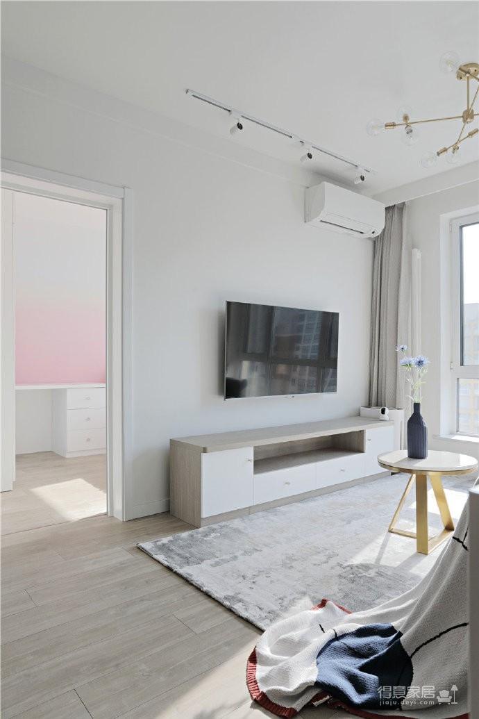 82平混搭家,各种元素的组合,既有北欧的温馨与舒适,又有法式的浪漫与别致图_1