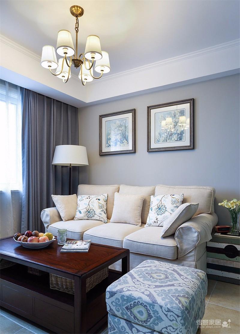 以温馨优雅的现代美式风格装修,整个设计比较大胆,以矮墙作为电视墙,把客餐厅空间划分开来,再并把电视墙后方利用成收纳,实用通透又漂亮!