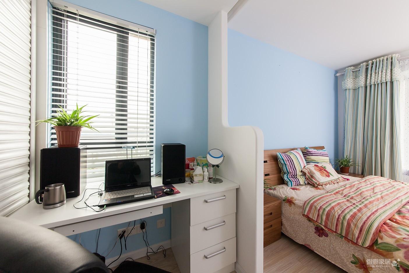 圆拱门让生活更有情调,还有一半书房一半卧室,办公生活两不误