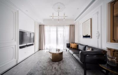 以法式风格为主,结合现代轻奢的家具,使空间层次分明。工艺精细考究的雕花、线条,从细节中赋予空间典雅、浪漫的空间氛围。以象牙白为主色调,繁复华美的线条与灯饰,在空间中碰撞,将怀古的浪漫情怀与当代的生活理念相互结合