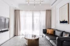 以法式风格为主,结合现代轻奢的家具,使空间层次分明。工艺精细考究的雕花、线条,从细节中赋予空间典雅、浪漫的空间氛围。以象牙白为主色调,繁复华美的线条与灯饰,在空间中碰撞,将怀古的浪漫情怀与当代的生活理念相互结合图_1