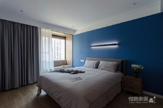 立足于业主的居住和审美需求,设计方案未对原房屋平面进行大的改动。设计侧重围绕空间细节尺度和界面处理展开。131平米现代简约四居室