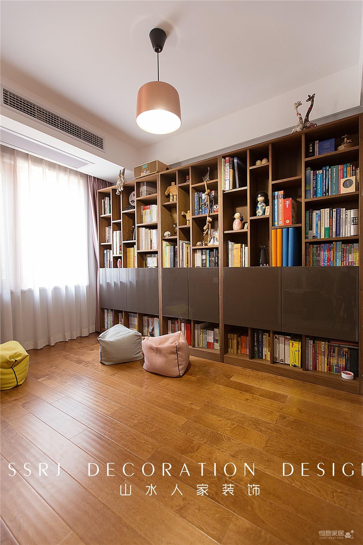有书房儿童房的三口之家图_9