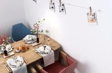 整个空间轻松而又舒服。主色调为清新的米色,搭配同样简约素雅的家具和软装,看一眼就让人情不自禁的爱上它。图_6