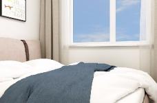 整个空间轻松而又舒服。主色调为清新的米色,搭配同样简约素雅的家具和软装,看一眼就让人情不自禁的爱上它。图_4