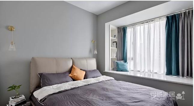最中意的是自己最喜欢的喜欢每天轻抚过窗帘的夏风是下班后能随便葛优躺的柔软沙发是整个空间在阳光的包围里被组合茶几和抽象挂画凸显出的层次感是色彩的冷暖交融