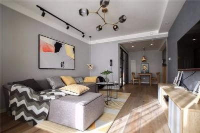 整个房屋通铺浅色原木地板,感觉温馨明丽。 客厅一侧是一面大大的落地窗,采光非常好。在地台上铺好垫子和蒲团,喝茶聊天最是惬意。