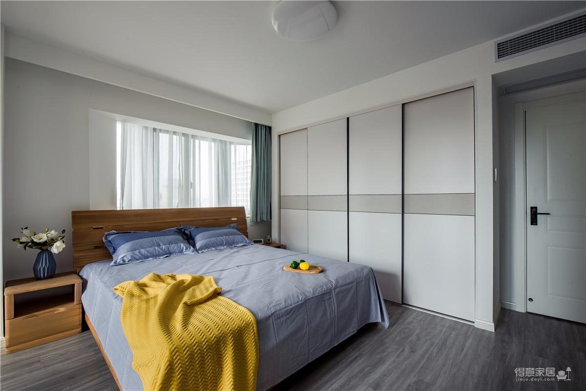 整体配色现代时尚,运用流行柔和色和原木家具在极简又高级的空间里营造随性舒适的生活动线和审美空间。