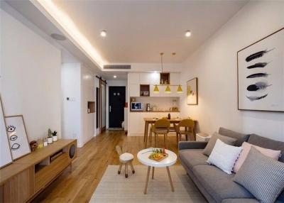 主要以日式为主,家具选择上也是日式的原木材质,融入了简约和时尚元素,整个家简单却温暖实在。
