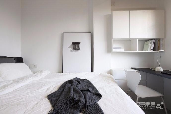 116㎡现代简约风四居室,利用定制柜体,将窄小的区域变身多功能空间