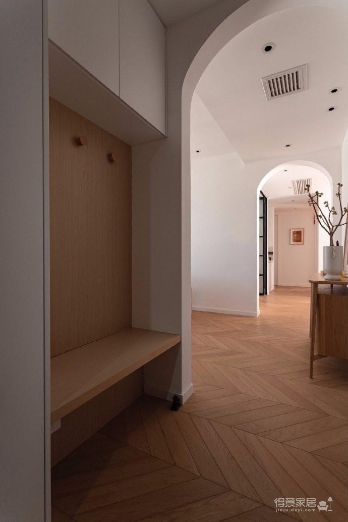 清新鱼骨拼地板,北欧风格的家具,复古拱形门,打造了这个打开家门即感受到放松与惬意的家图_4