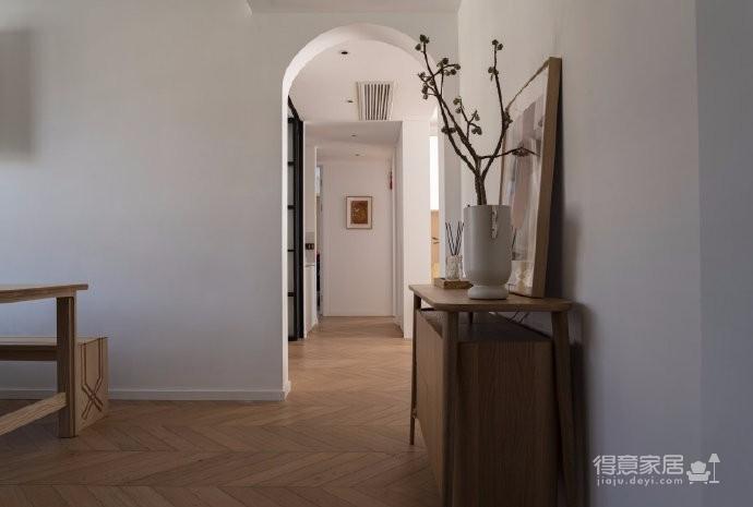 清新鱼骨拼地板,北欧风格的家具,复古拱形门,打造了这个打开家门即感受到放松与惬意的家