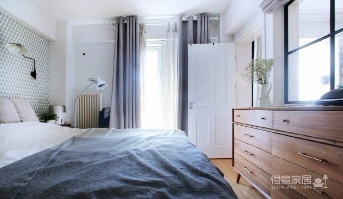 本案为两居室,风格以文艺北欧风为主,硬装比较简约以白色为主,加上后期的装饰画和软装搭配显得家里文艺风满满~