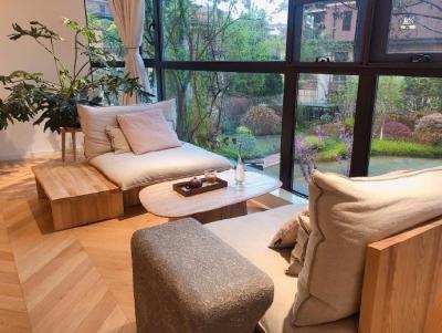 159平米日式原木风三居室,没有任何造型墙,没有沙发背景没有电视背景,大白墙+原木,省钱又好看