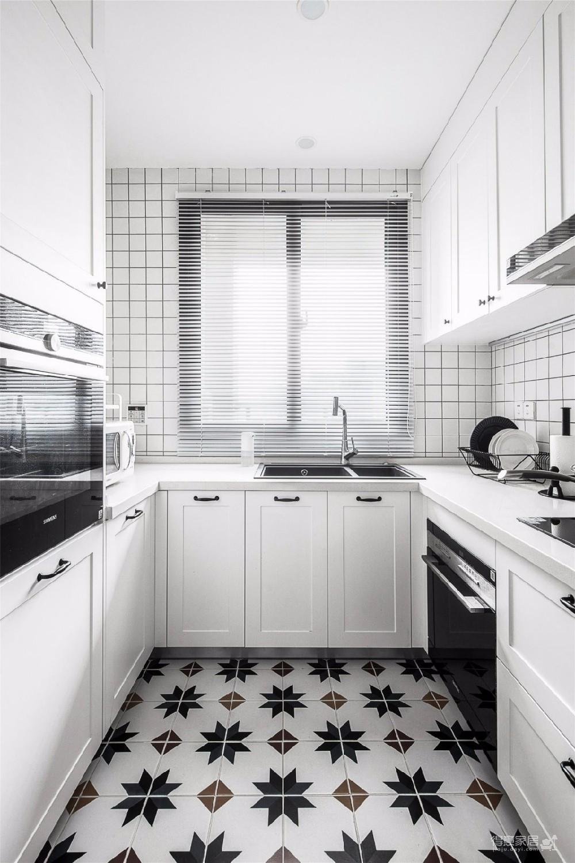 对家的构想:既要舒适,也要养眼。把书桌融入客厅,玄关用的是模仿壁炉的做法 把北欧的生活理念引入居家,惬意的宅家时光就这么开始了。图_6