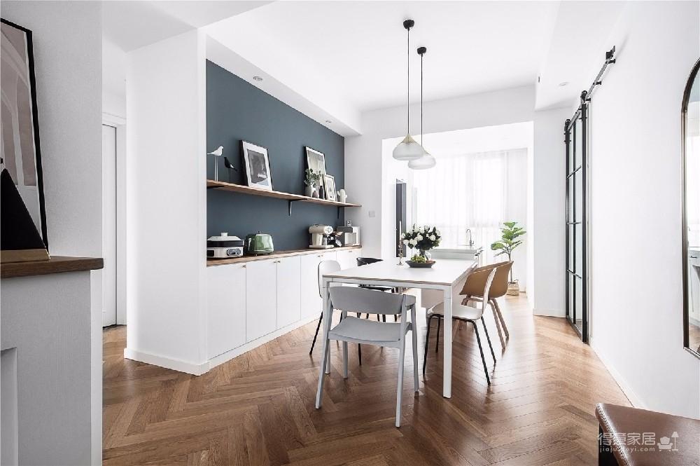 对家的构想:既要舒适,也要养眼。把书桌融入客厅,玄关用的是模仿壁炉的做法 把北欧的生活理念引入居家,惬意的宅家时光就这么开始了。图_5
