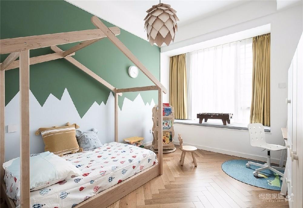 对家的构想:既要舒适,也要养眼。把书桌融入客厅,玄关用的是模仿壁炉的做法 把北欧的生活理念引入居家,惬意的宅家时光就这么开始了。
