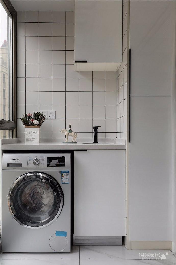97平北欧风装修,客厅的配色以灰色为主,绿色为点缀,清新又有格调