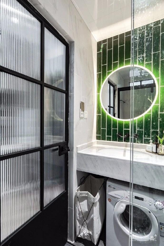 35平米的单身小公寓,拥有30平超强收纳空间,五脏俱全并且一点也不显小