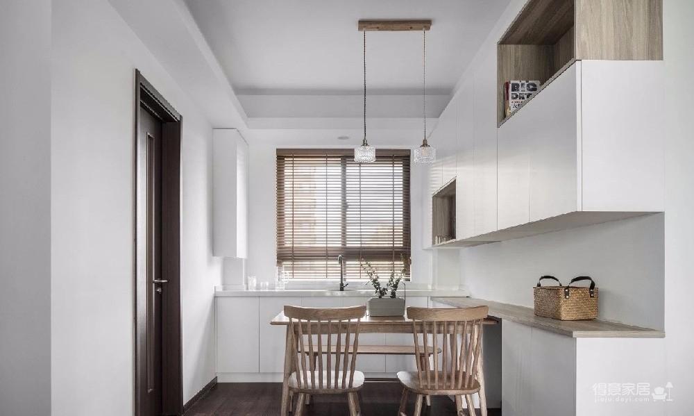 业主期望自己的住宅舒适时尚,低调却不缺乏美感,整体空间布局规划合理,室内设计风格和谐,整装设计,使空间浑然一体、彰显业主高贵的品味!