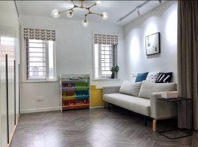 98平三居室,在力求小户型中的大空间,在满足三代人居住的前提下,还能拥有一家人交流活动的公共空间