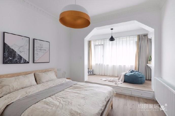 此案设计师在做方案的时候,舍弃了很多造型,尽可能让墙面留白,让更多的预算投入到增加居住体验的部分。为这个空间增加了大量的收纳、添置了暖气,希望业主未来居住更加舒适