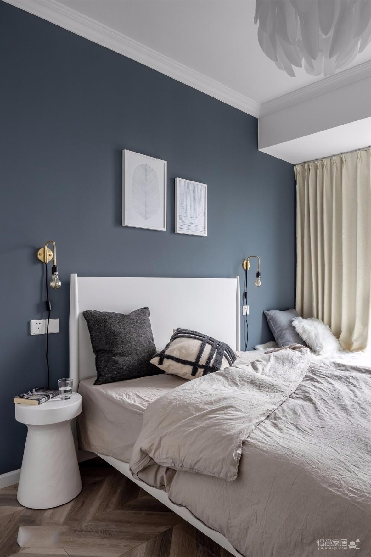 当这样的白色+灰色简约风格出现在眼前,局部又穿插质朴灰阶,营造出静谧优雅的美学氛围时,还是不由地心生赞许:看着就很舒适,真心不错。