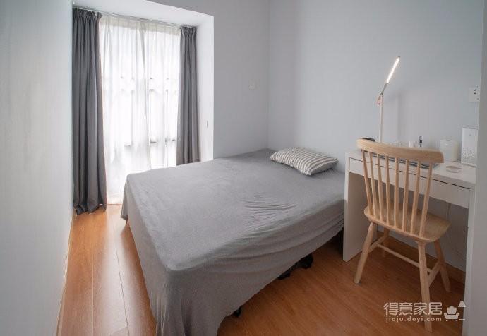 91㎡现代简约设计三居室,整体延续现代简约高级灰和奶白色的基调,在恰到好处中诠释质感与舒适度