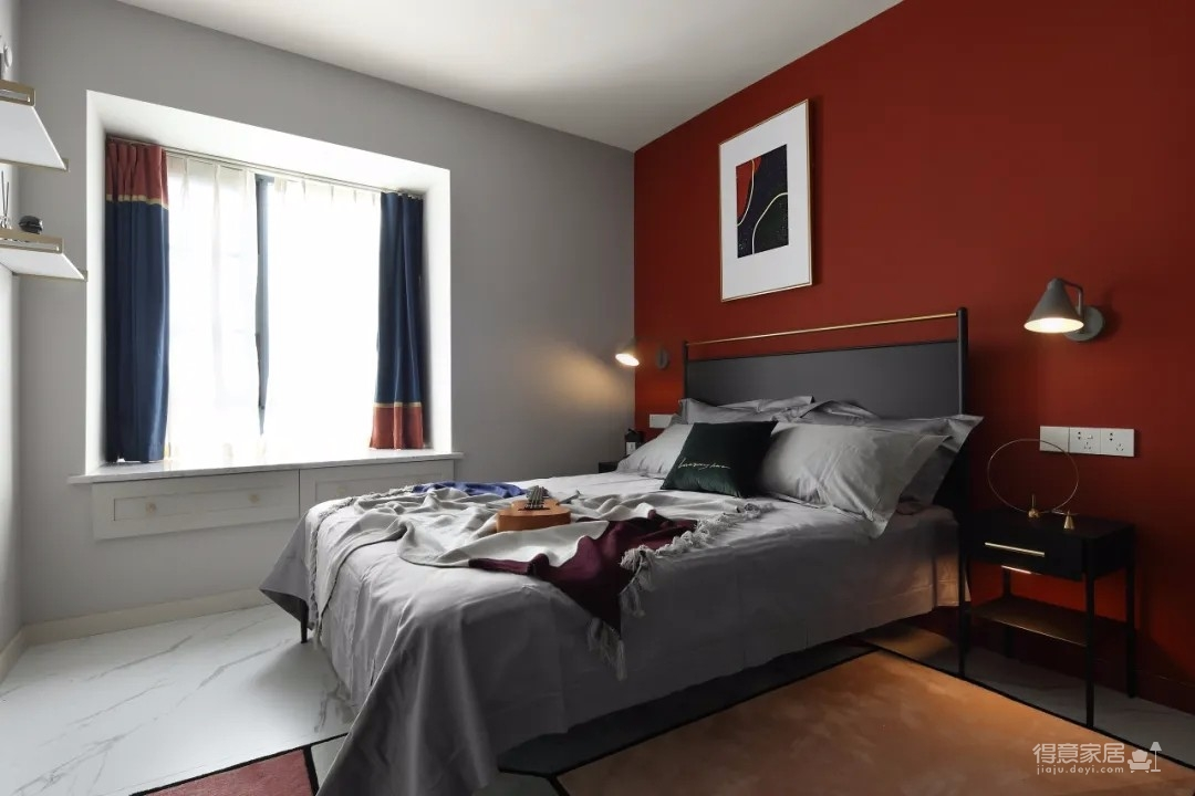 设计上以现代舒适的空间为主,同时也引入了大量时尚小资的元素,营造出一种华丽端庄的氛围,让小公寓的居住感也充满了情趣舒适的惬意气息。